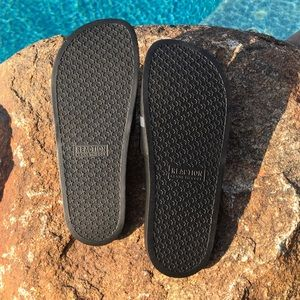 Kenneth Cole Reaction Shoes - 👣NWT👣Kenneth Cole slide sandals